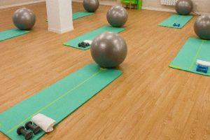 Clases de pilates suelo en Madrid con pelotas - Clínicas H3