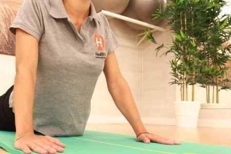Ejercicio saludo al sol, clases de yoga en Madrid