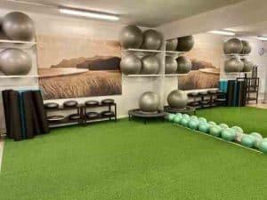 Sala con material para entrenamiento funcional en Madrid en Clínicas H3