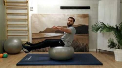 Ejercicio de equilibrios fitball pilates en casa