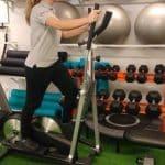Clase de entrenamiento funcional con bici en clínicas H3 fisioterapia