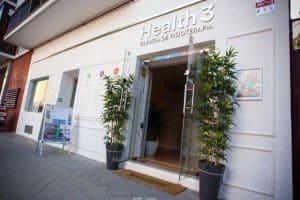 Fachada de Clínicas H3 fisioterapia en Calle Caamaño, en Madrid