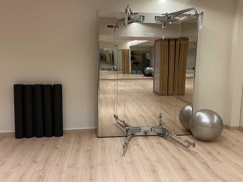 Maquina de kinesis en gimnasio en clinicas h3 fisioterapia en Madrid